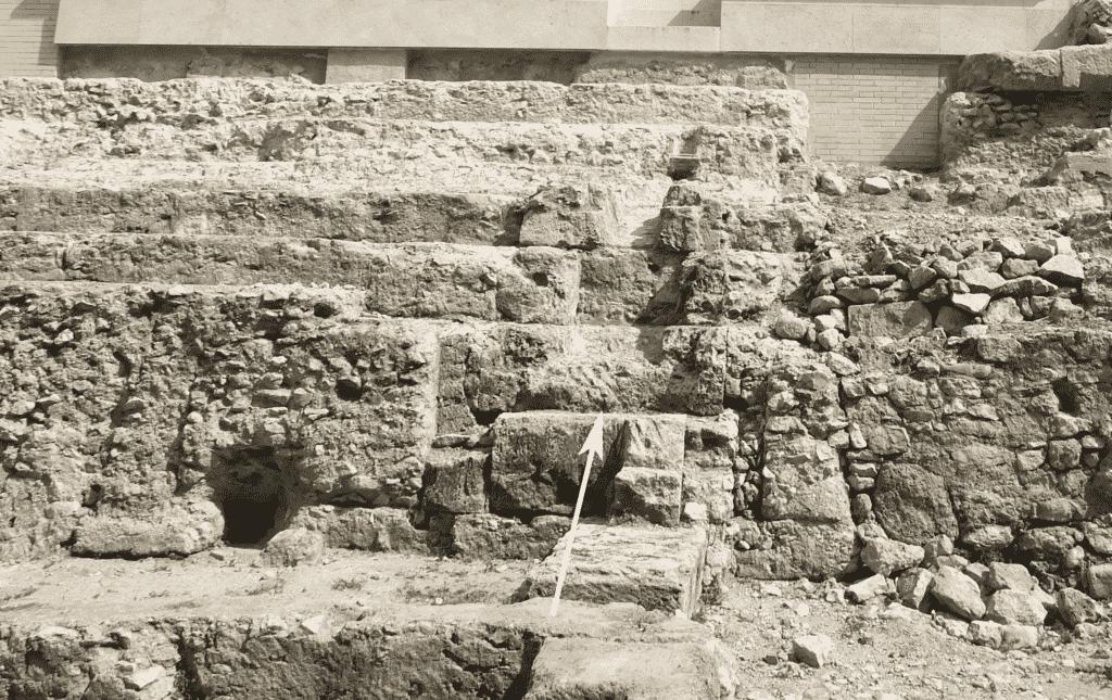 Scale in blocchi di pietra di El Mèdol per la circolazione tra i vari settori delle gradinate conservate nella parte nord-orientale del circo.