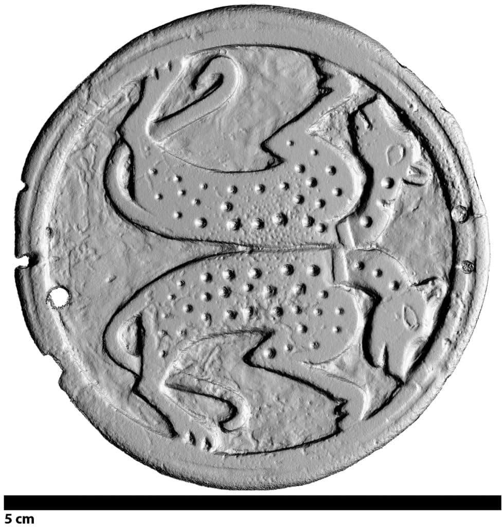 Modélisation 3D du pion de jeu en bois de cerf (obj-1279-01) à décor animalier découvert sur le site du Castéra à Langoiran (Gironde) (Réalisation Fl. Comte).