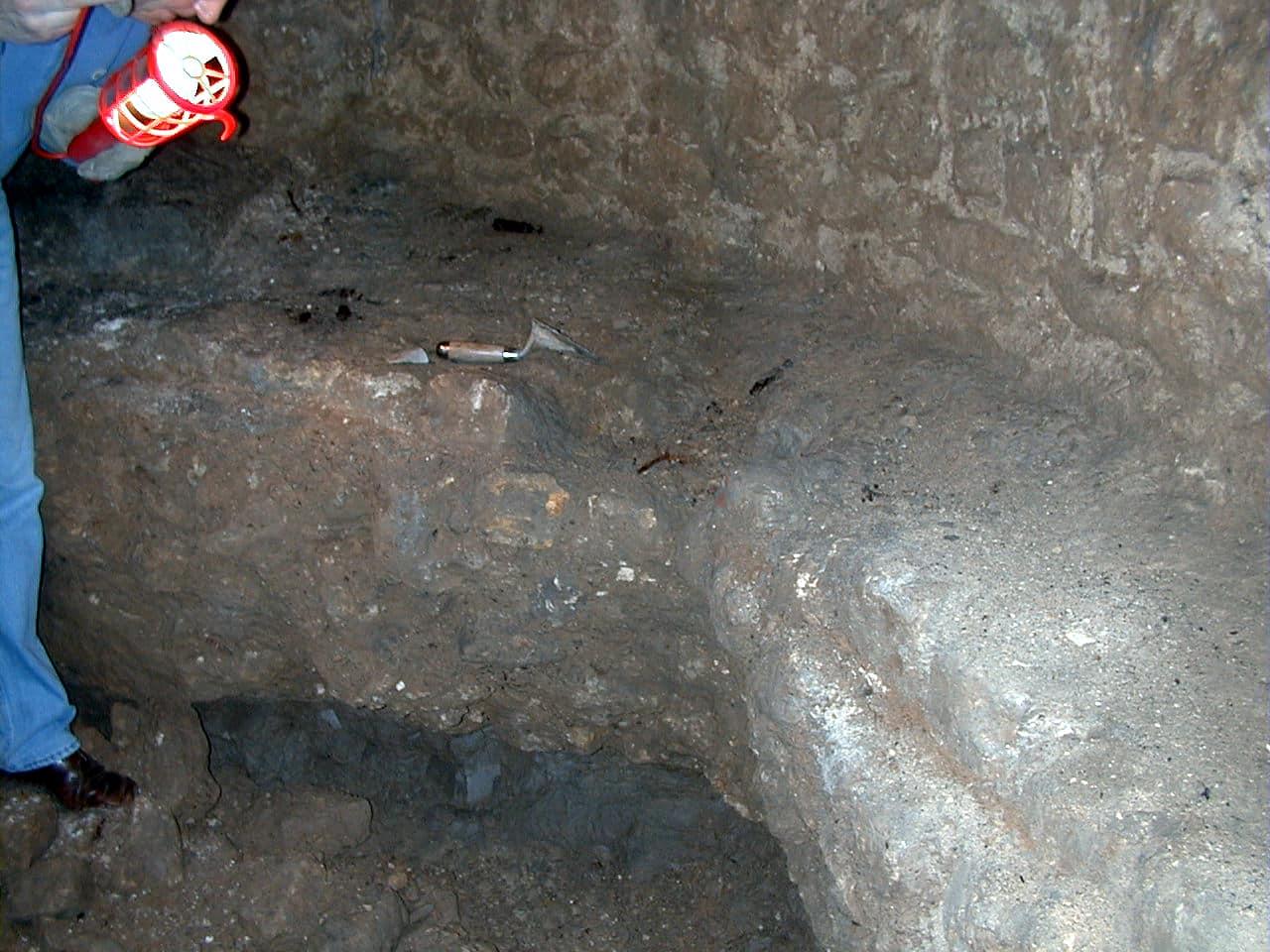 Sous-sol de l'abside nord de l'église